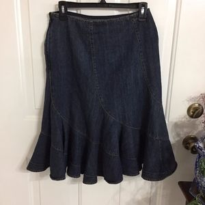 DKNY Jeans Skirt w/Flair (size 4)        ( F1)